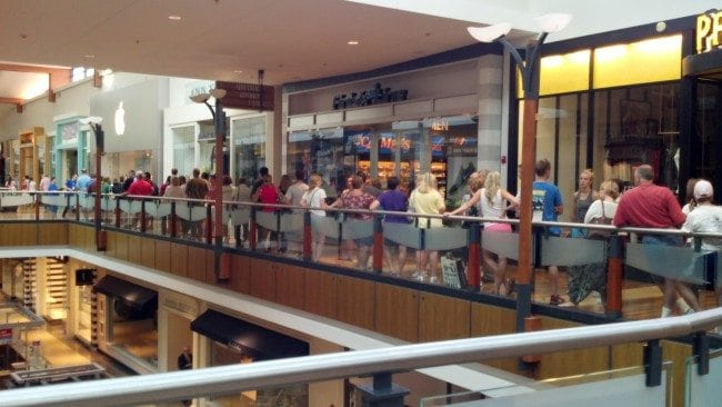 Tax free weekend 2012 - Apple store line